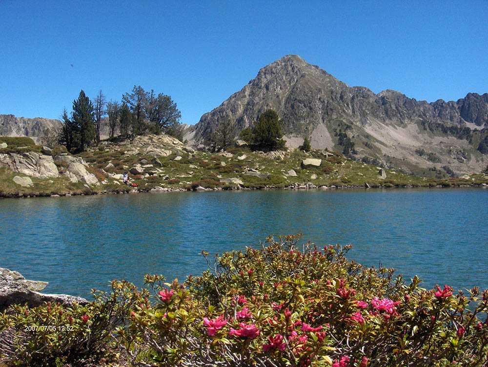 Lac des Guits et pic du Bastan